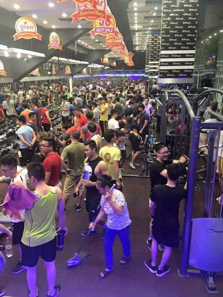 phòng gym đông đúc