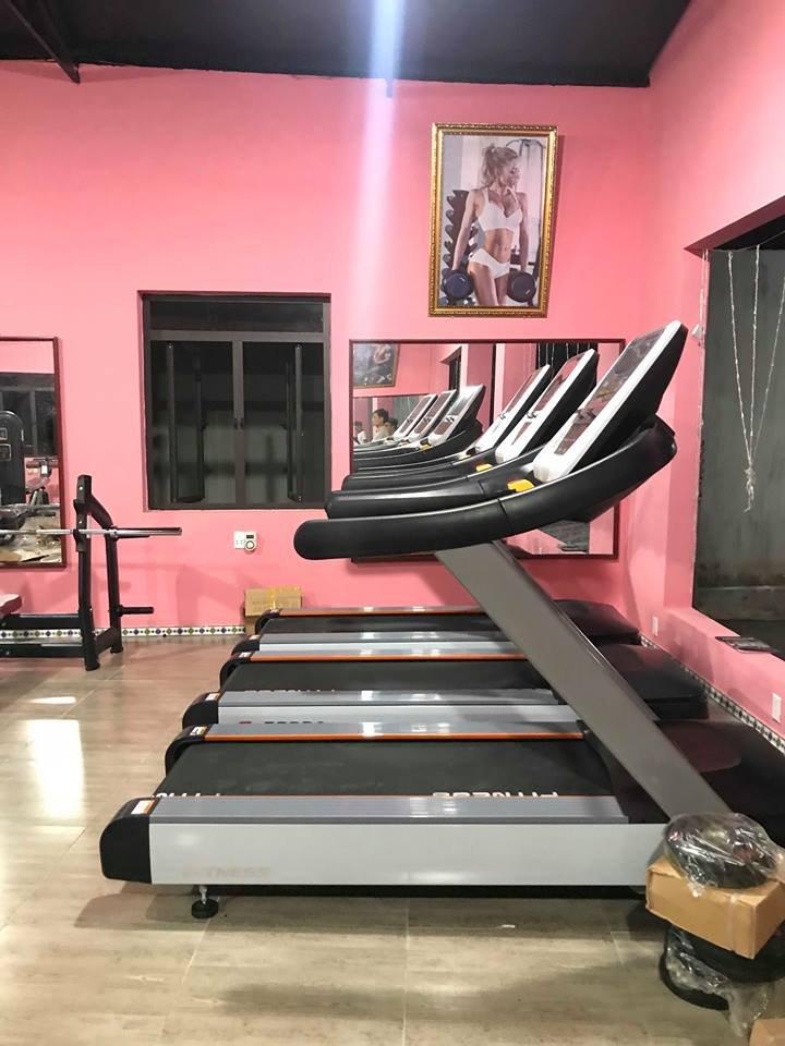 lắp đặt máy chạy S-9800 tại phòng gym bình dân