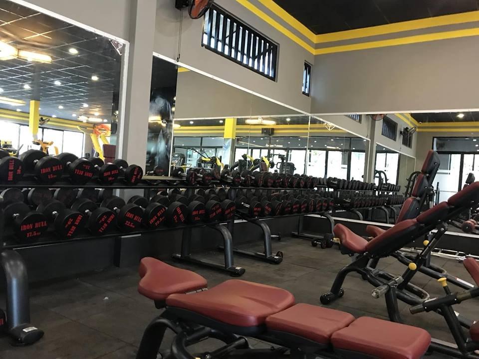 setup khu vực tập tạ tay phòng gym