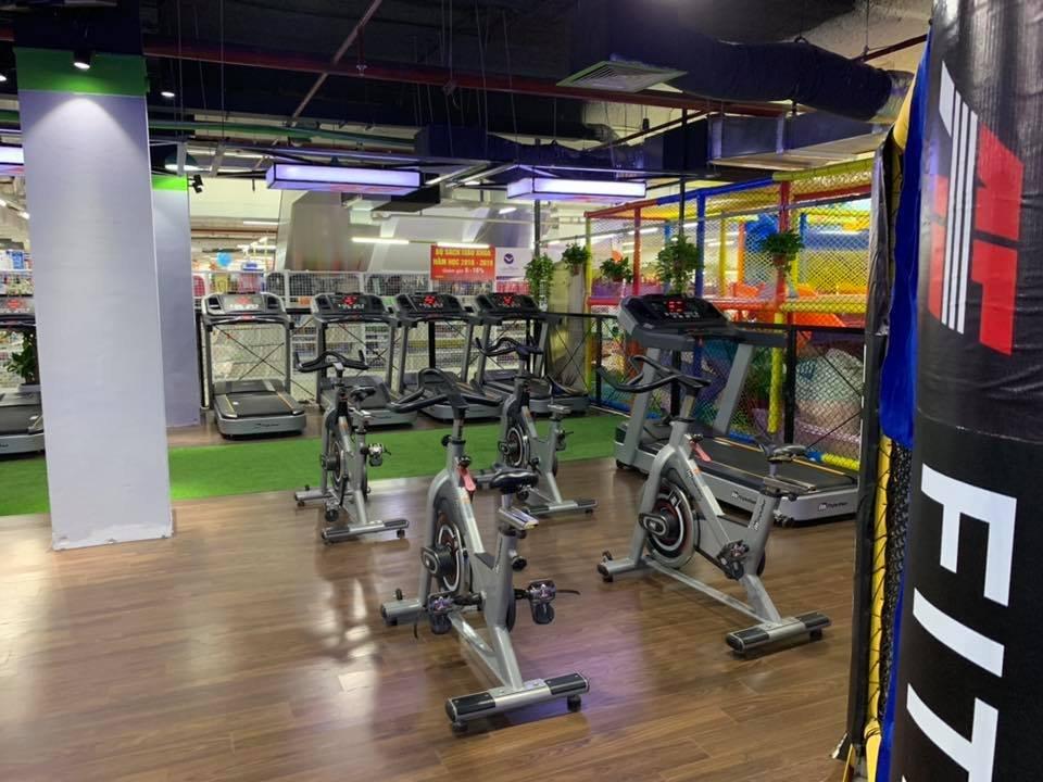 phòng tập gym sử dụng máy tập impulse