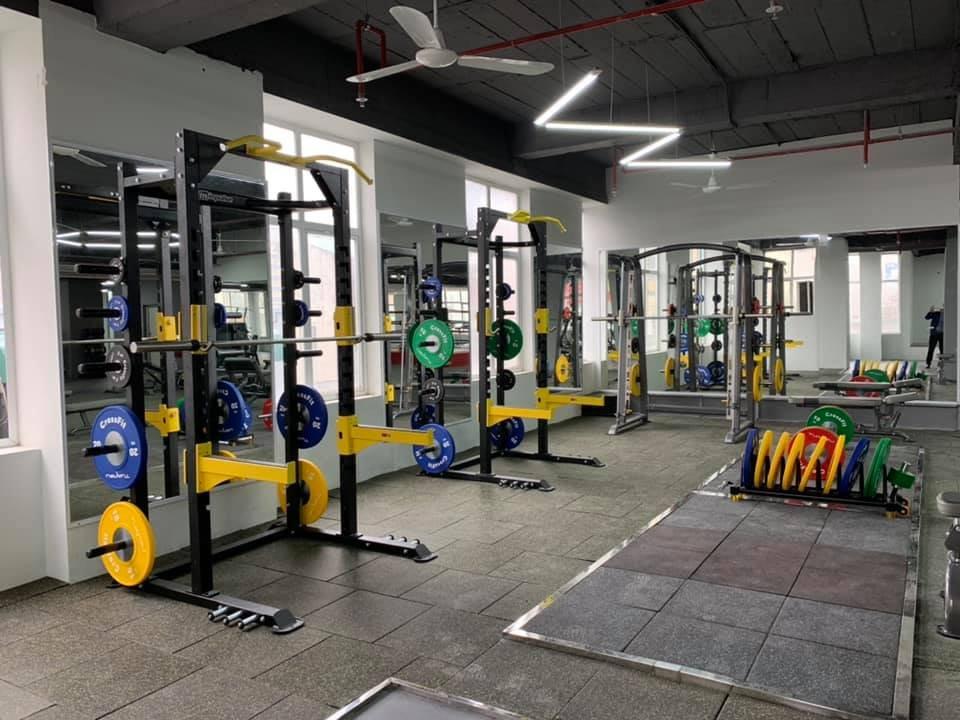 Khu vực tập Power Lifting tại phòng gym