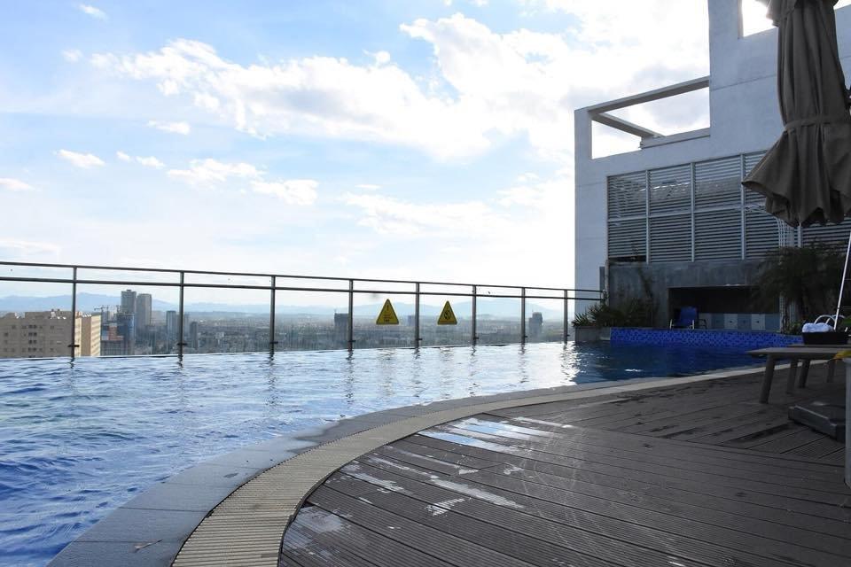 bể bơi tại trung tâm fitness cao cấp