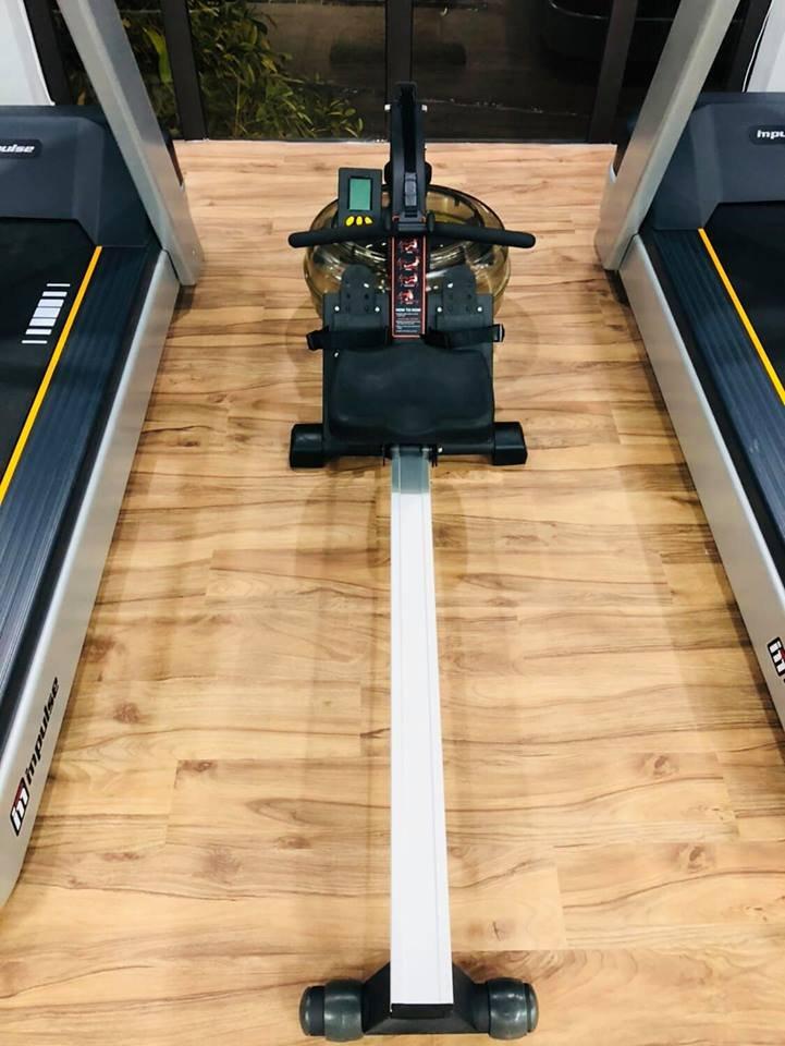 Và máy cardio hàng độc impulse Rowing machine