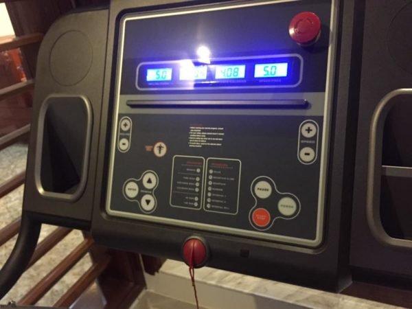 bảng điều khiển máy chạy bộ gia đình Impulse IT407