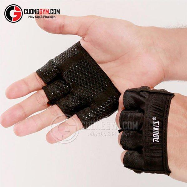 Mẫu găng tay với thiết kế tối giản, khá tiện lợi và nhỏ gọn