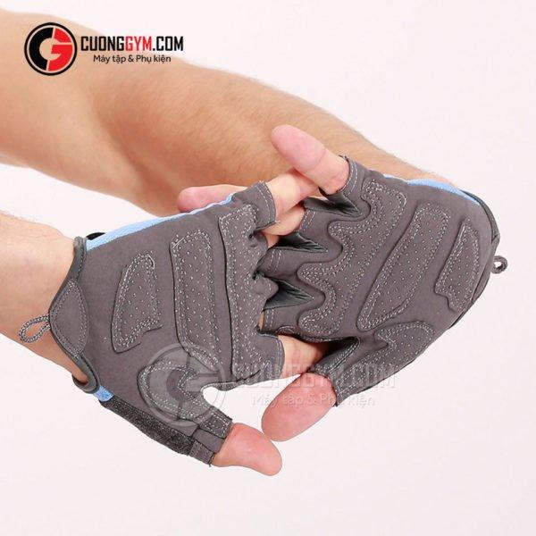 Mặt trong của mẫu găng CGA-105 tinh tế với lớp đệm chống chai tay và các hạt silicon giúp ma sát tốt